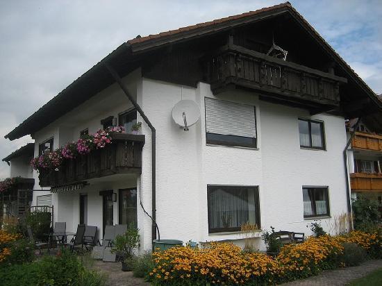 Vacation Apartment in Schwangau - 861 sqft, terrace, bike storage, carport (# 1246) #1246 - Vacation Apartment in Schwangau - 861 sqft, terrace, bike storage, carport (# 1246) - Schwangau - rentals