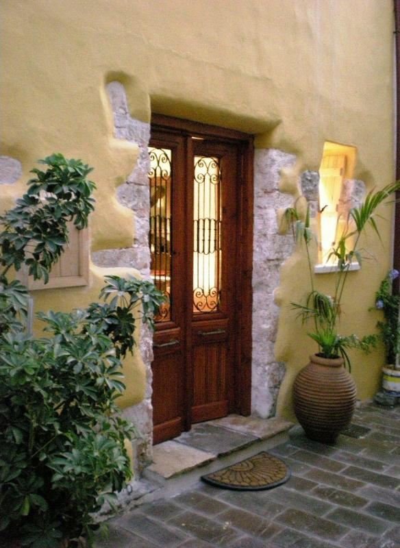 Fully renovated house with traditional handmade Ottoman Era entrance doors - Chania Old Town Houses - Chania - rentals