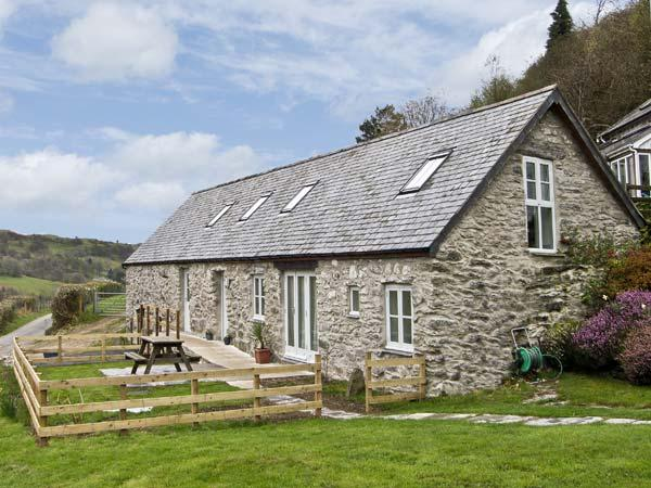 BRONNYDD, TYDDYN YSGUBOR, family friendly, character holiday cottage, with a garden in Bala, Ref 6753 - Image 1 - Bala - rentals