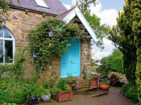 THE OLD SUNDAY SCHOOL, pet friendly, character holiday cottage, with a garden in Alston, Ref 8507 - Image 1 - Falstone - rentals