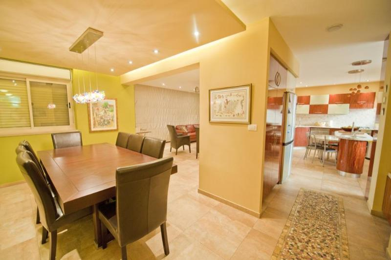 Overlooking the whole main living area - Gorgeous 5 bed  Villa Jerusalem Vacation Apartment - Jerusalem - rentals