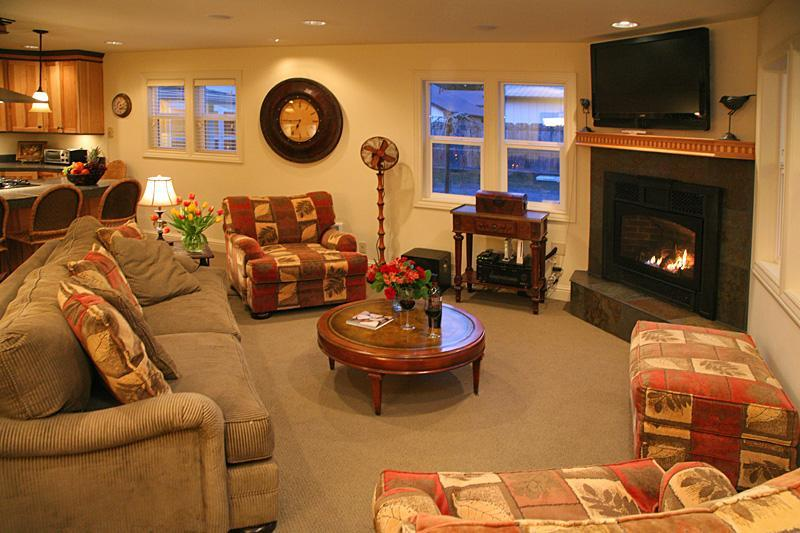 Main House Living Room - Whidbey Bungalows - Langley - rentals