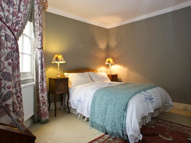 Master Bedroom - USD-2 Bdrm House, By Sloane Square, Eaton Mews - London - rentals