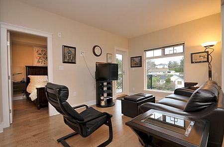 Nice open plan living. - Centrally Located Victoria 1 Bedroom Condo close to Victoria General Hospital - Victoria - rentals