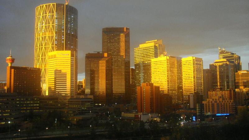 EXQUISITE DOWNTOWN & RIVER VIEWS FURNISHED CONDOS - Image 1 - Calgary - rentals