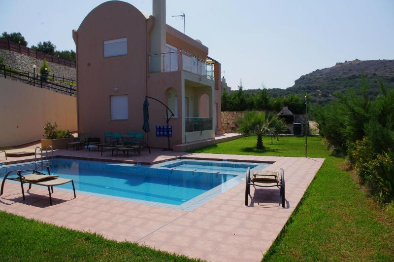 Villa Ioli with sea view in a quiet location - Image 1 - Agia Marina - rentals