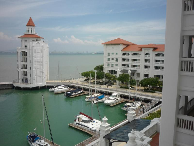 Waterfront at Straits Quay - Straits Quay, Luxury Serviced Apartment, Penang - Tanjung Tokong - rentals