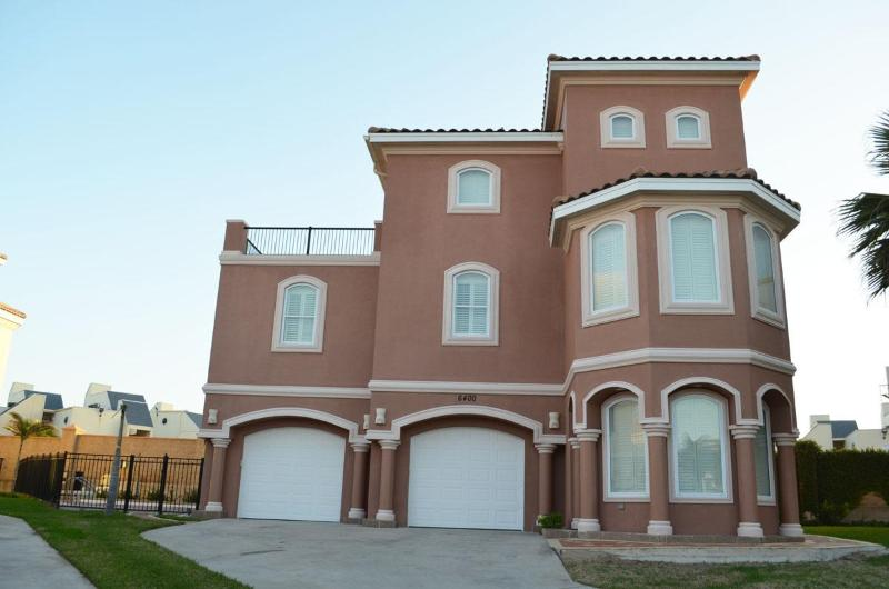 4BR/4BTHRM,HEATED POOL, BILLIARD, 3 HOUSE FR BEACH - Image 1 - South Padre Island - rentals