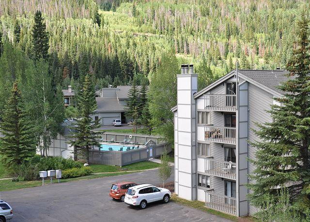 Gore Creek Meadows Complex - 3 bedroom 3 bathroom 1068 sq feet condo on ground level East Vail free bus - Vail - rentals