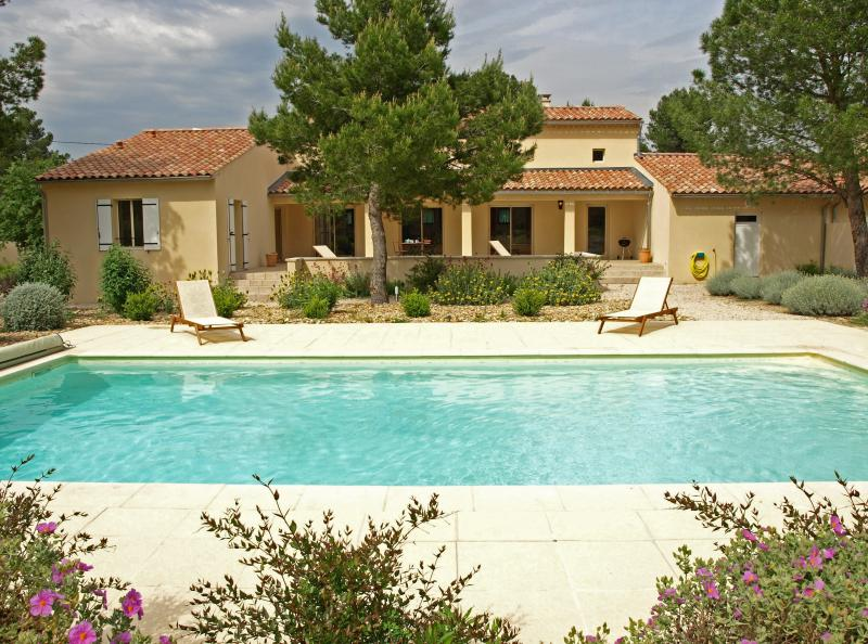 Vacation Villa with a Pool and Grill, in Provence near Carpentras - Maison Mazan - Image 1 - Mazan - rentals