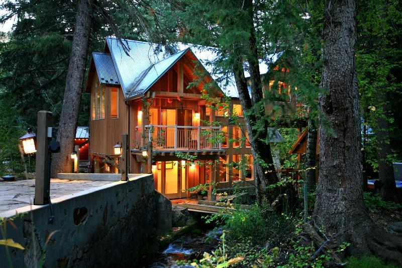 A Modern yet Woodsy Home - Stream Runs Through, Towering Firs, Beautiful View - Sundance - rentals