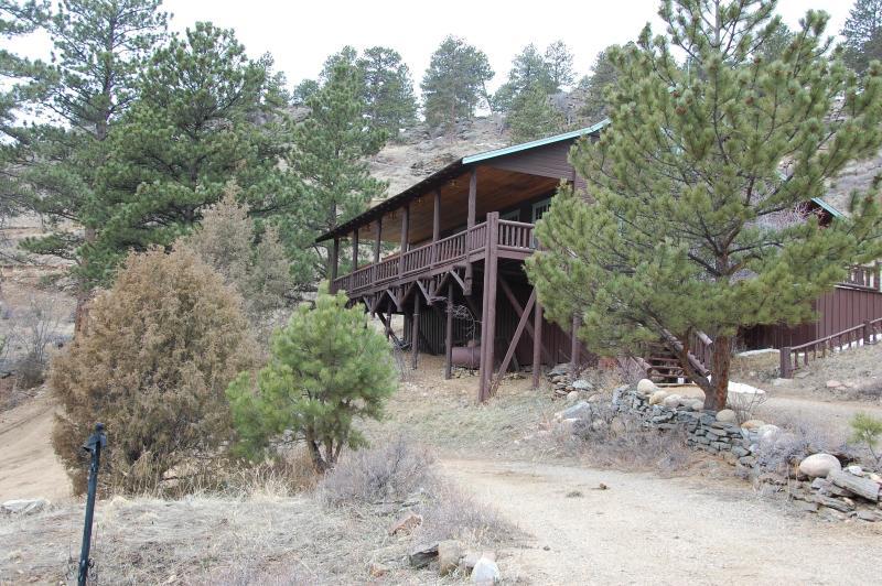 Mountain Hall- Big porch,  HUGE 2 story great room - Image 1 - Estes Park - rentals