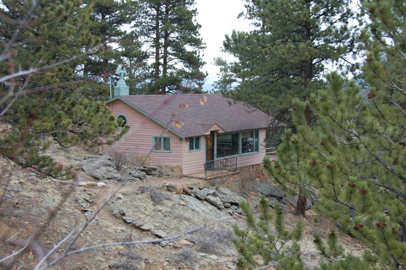Rose Den cabin- mountainside setting - Rose Den- Romantic Cabin with King bed - Big Views - Estes Park - rentals