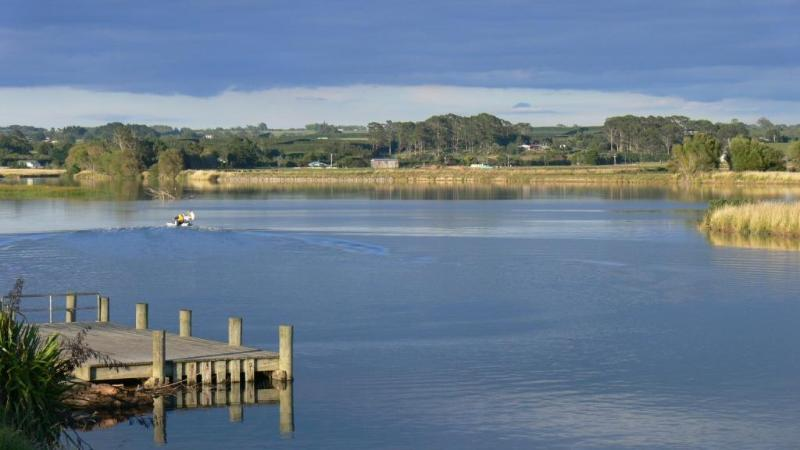 The sundowner deck looks out over tranquil harbour and river scenes . - THE WHARF HUB - voyage beyond - Opotiki - rentals