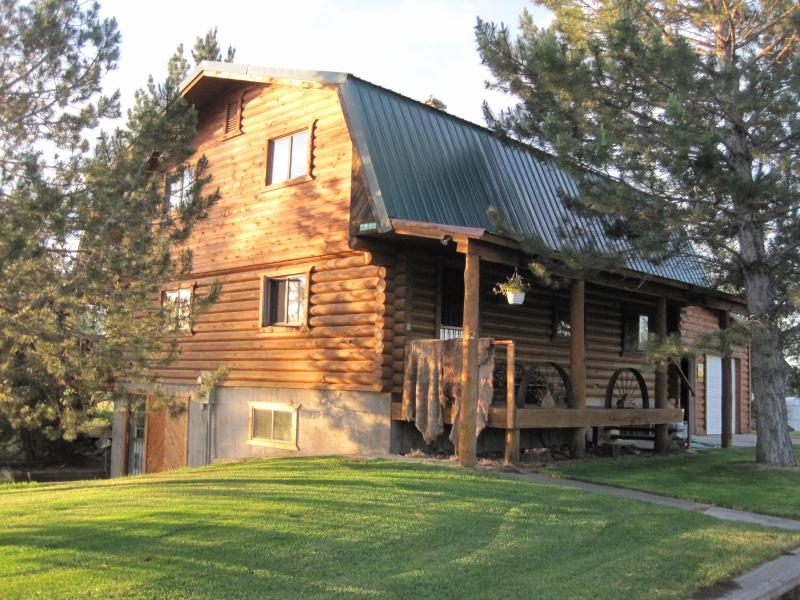 Rent the Top Two Levels of this Cabin/Home!! - Sand Dunes, Yellowstone,Tetons, Fly Fishing Dream! - Rexburg - rentals