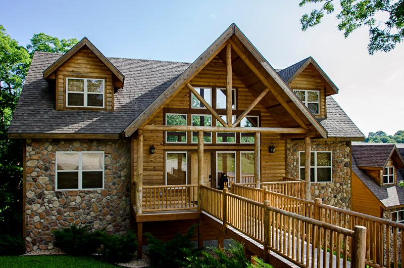 Royal Moose/Black Bear Lodge-14 master suites/pool - Image 1 - Branson - rentals