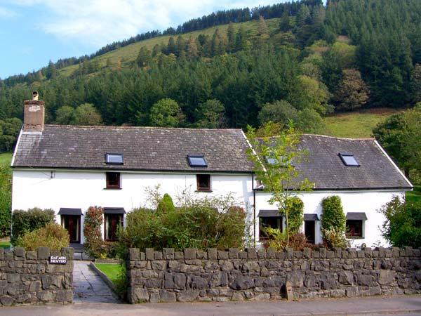 DAFARN NEWYDD, romantic, character holiday cottage, with a garden in Dinas Mawddwy, Ref 10610 - Image 1 - Dinas Mawddwy - rentals