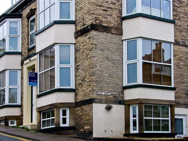 APARTMENT 6, pet friendly, country holiday cottage in Whitby, Ref 9865 - Image 1 - Whitby - rentals