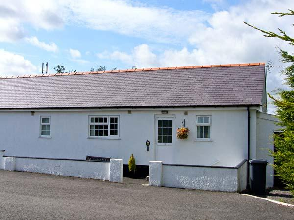 3 BLACK HORSE COTTAGES , pet friendly, country holiday cottage, with a garden in Pentraeth, Ref 9875 - Image 1 - Pentraeth - rentals