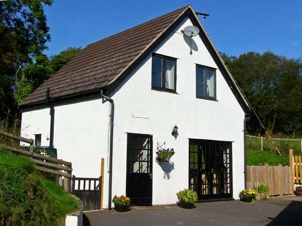 RHOS COTTAGE, family friendly, country holiday cottage, with a garden in Knighton, Ref 11231 - Image 1 - Knighton - rentals