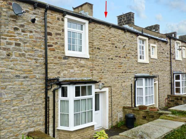 HALLAM'S YARD, family friendly, character holiday cottage, with a garden in Skipton, Ref 11415 - Image 1 - Skipton - rentals