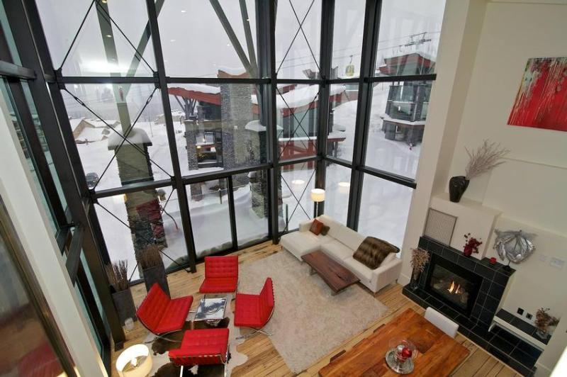 The EDGE is extraordinary! The great room boasts 26' ceilings with floor to ceiling windows. The ultimate in vacation luxury. - The Edge Chalet - Big White - rentals