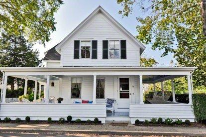 THE GRAND PORCH COLONIAL IN THE VILLAGE - EDG LSMI-74 - Image 1 - Edgartown - rentals