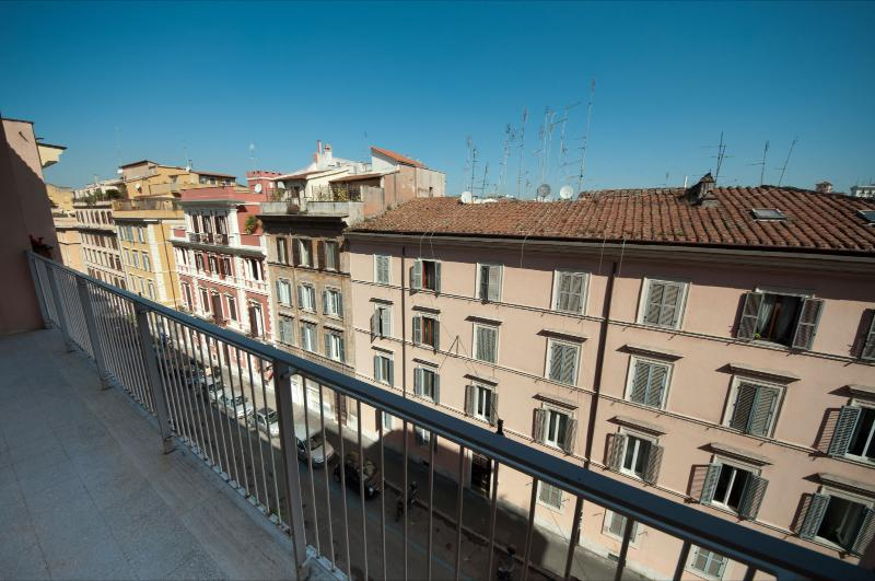 Rome Apartment near the Coliseum - Arcobaleno - Image 1 - Rome - rentals