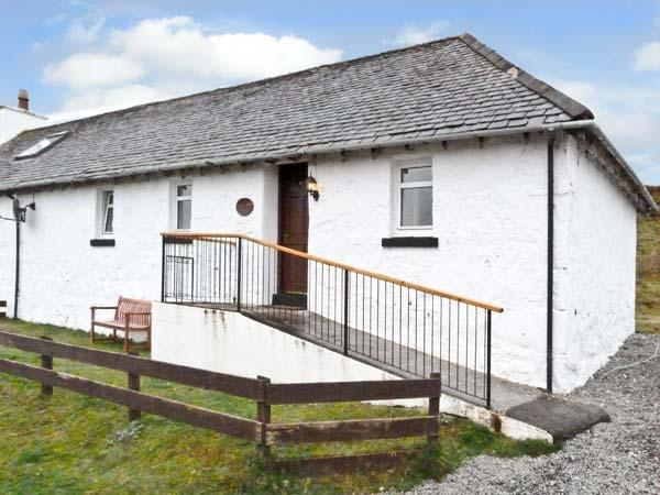 THE KEEPER'S COTTAGE, pet friendly, country holiday cottage, with a garden in Dunvegan, Isle Of Skye, Ref 6456 - Image 1 - Dunvegan - rentals