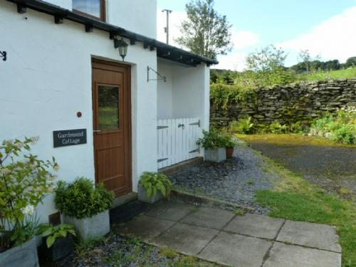 GARDENEND COTTAGE, Staveley, Nr Windermere - Image 1 - Staveley - rentals