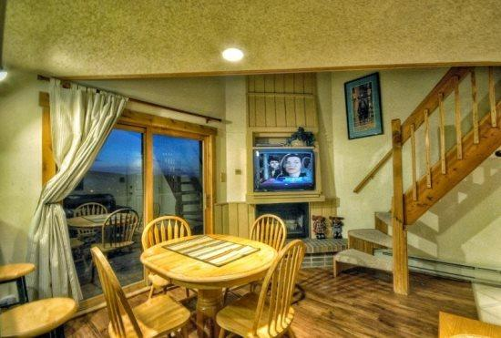 Living Area With Hardwood Floors and Vaulted Ceilings, Flat Screen TV, Gas Fireplace - Rockies 2438 - Steamboat Springs - rentals