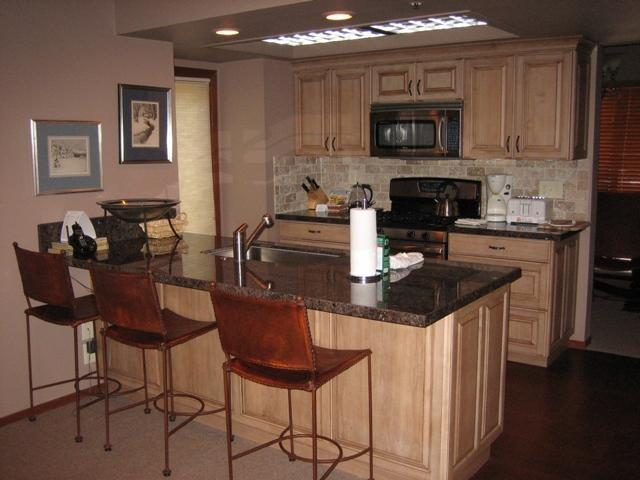 Kitchen - Deer Valley/Park City Beautiful 3BR/3BA+den & Loft - Park City - rentals