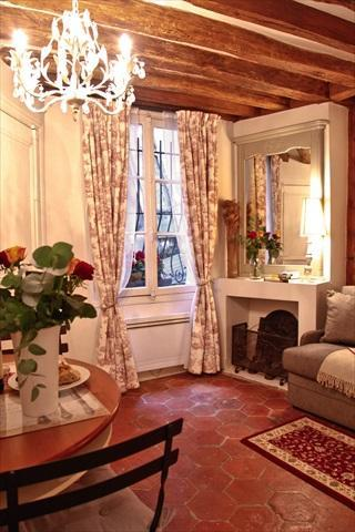 Living Area with Historic Ceiling Beams - Cute Medieval Rental in Central Paris with Wifi - Paris - rentals