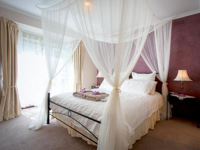 bedroom one with ensuite with spa - Myamba Bed & Breakfast - Kyneton - rentals