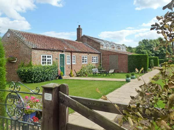 WAGGONER'S COTTAGE, family friendly, with a garden in Bridlington, Ref 8708 - Image 1 - Bridlington - rentals