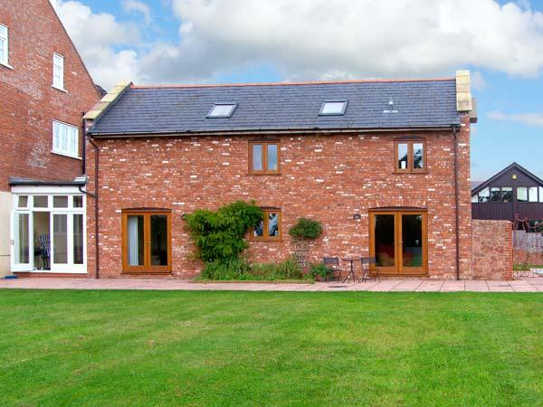 THE GRAINSTORE, pet friendly, character holiday cottage, with a garden in Vale Of Taunton Deane, Ref 10771 - Image 1 - Wellington - rentals