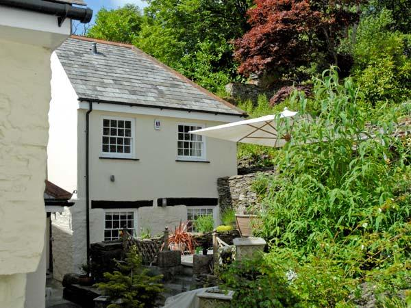 LITTLE WARMINGTON, pet friendly, character holiday cottage, with a garden in Camelford, Ref 11349 - Image 1 - Camelford - rentals