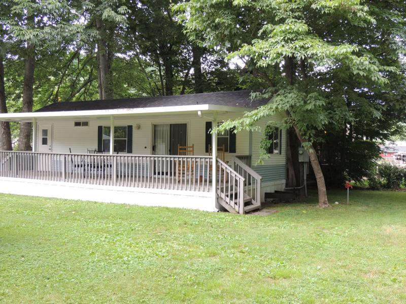 Shady Creek Park Model - Shady Creek Park Model Cottage on Jonathan Creek - Maggie Valley - rentals