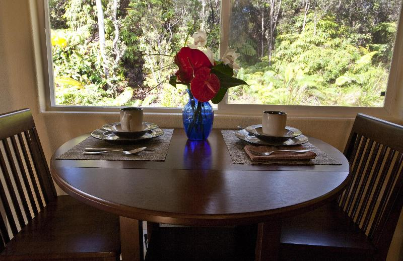 Queen Emma Dining table - Close to Volcanoes Park - Newly Discounted Rates! - Volcano - rentals