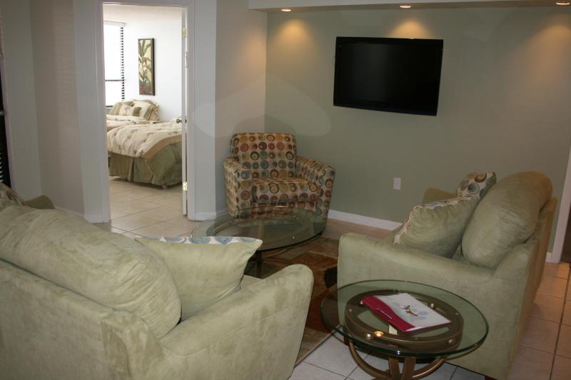 Living room - 3BR/2BA Miami Beach Oceanfront Resort- Unit 518 - Miami Beach - rentals