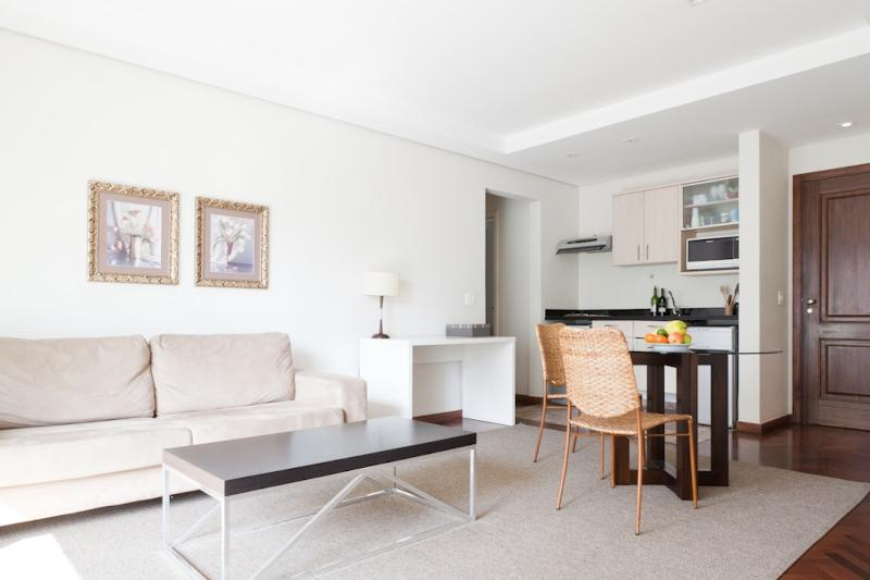 Elegant 1 Bedroom Apartment with Pool in Jardins - Image 1 - Sao Paulo - rentals
