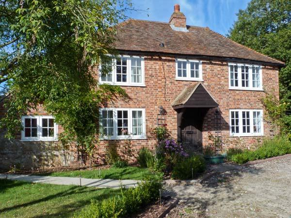 SHEPHERD'S FARM HOUSE, family friendly, character holiday cottage, with a garden in Lenham Heath, Ref 7364 - Image 1 - Ashford - rentals