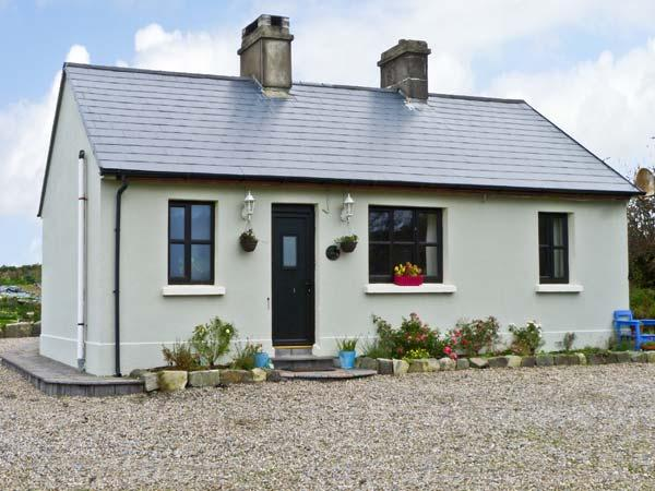 GRONWEE COTTAGE, pet friendly, country holiday cottage, with a garden in Kilmihil, County Clare, Ref 11837 - Image 1 - Kilmihil - rentals
