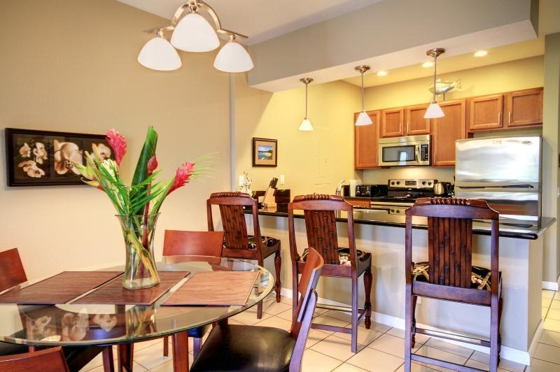 Separate Dining Area and Granite Eating Bar in Kitchen - Lovely Modern 2 Bdrm Condo, Stylish and Renovated - Wailea - rentals