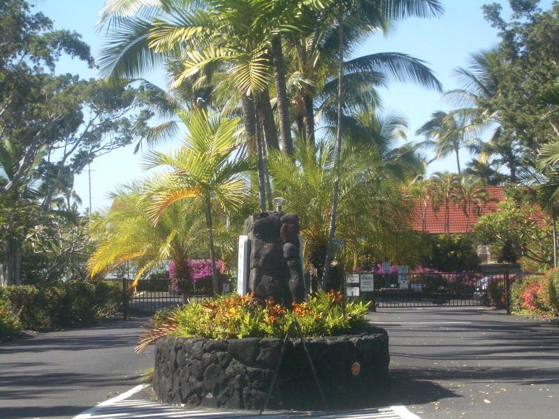 Keauhou Kona Surf &  Racquet  Club gated entry. - Oceanfront 2/2 In Keauhou Kona Surf & Racquet Club - Kailua-Kona - rentals