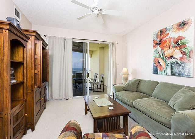 The Atlantic is never out of sight in our pleasant living room! - Surf Club 1403, Ocean Front, 4th Floor, HDTV, Blue Ray - Palm Coast - rentals