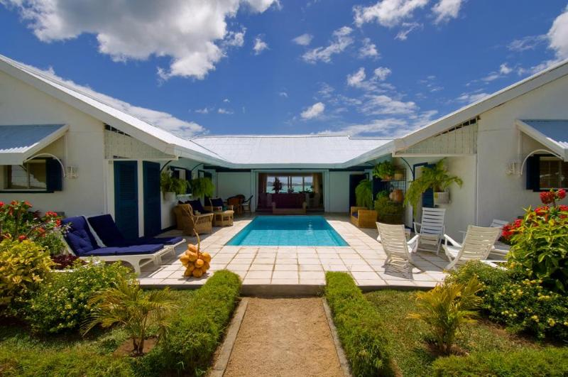 Villa CATTLEYA, sleeps 9. - Villa Cattleya. Right in the center of Grand Bay. - Grand Baie - rentals