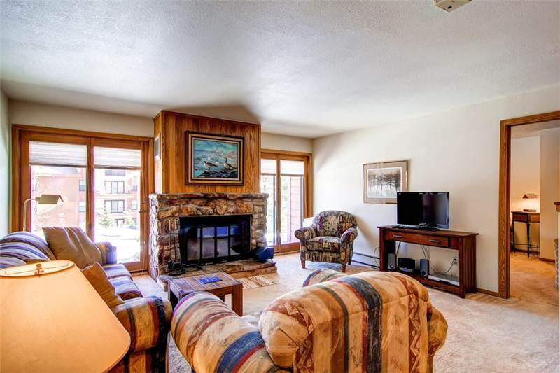 2 BR/2 BA, comfortable getaway for 6, clubhouse in same building with pool and hot tub - Image 1 - Silverthorne - rentals