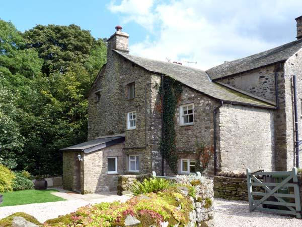 BECKSIDE COTTAGE, pet-friendly, character holiday cottage, with a garden in Kirkby Lonsdale, Ref 9985 - Image 1 - Kirkby Lonsdale - rentals