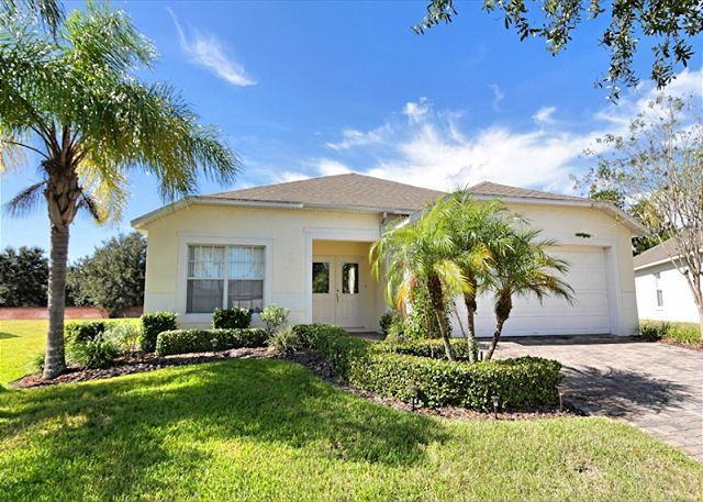 Front View - SUNNY SIDE: 4 Bedroom Pool Home in Gated Community with Pool Area Privacy - Davenport - rentals